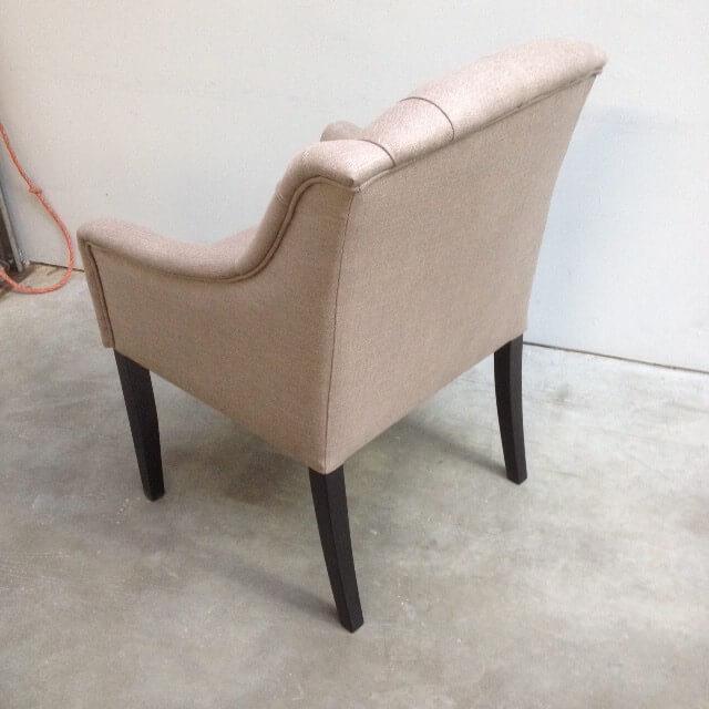 achter en zijkant stoel met capiton kan ook met blanken poten