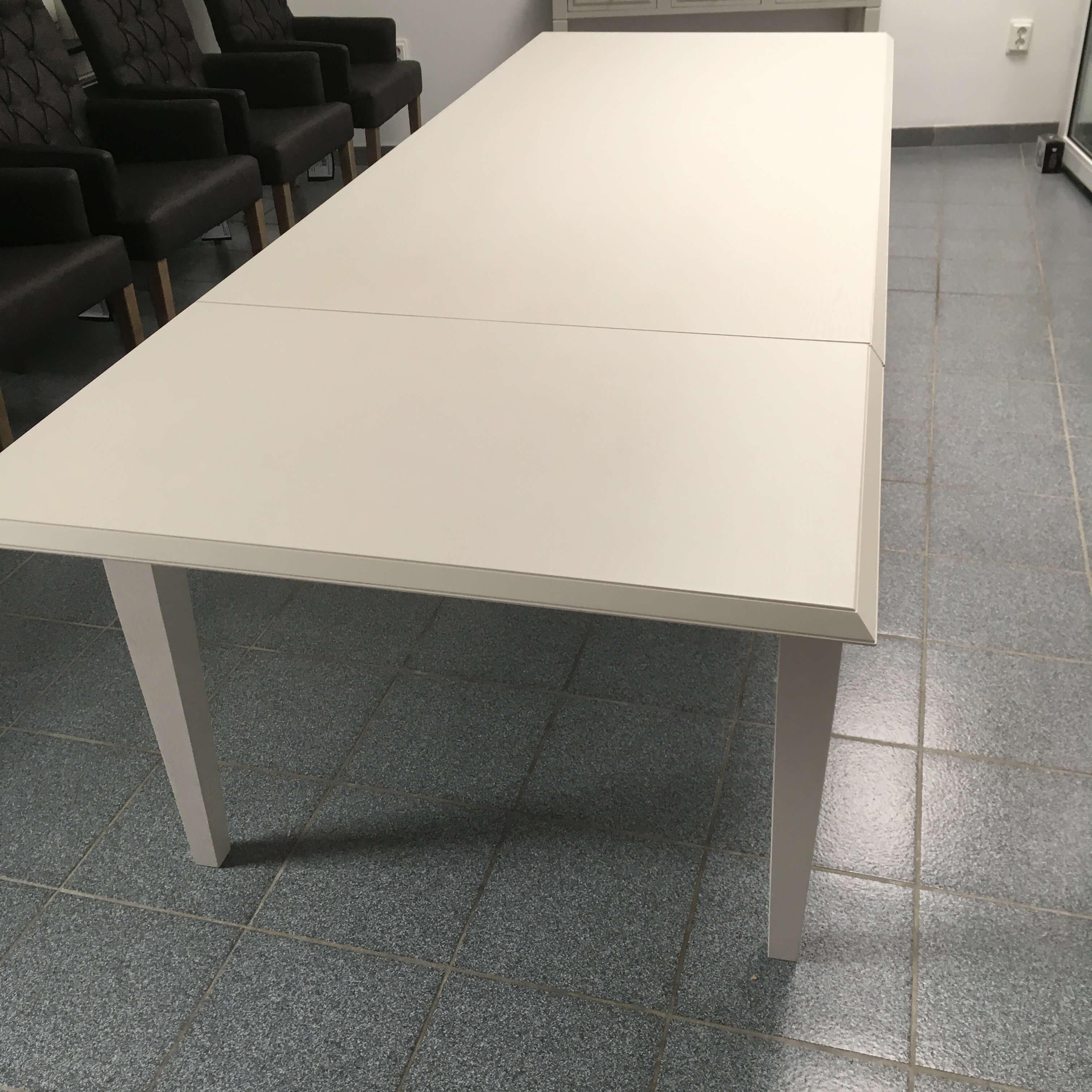 landelijke tafel met 1 verlengstuk uittrekbaar in eik en diverse kleuren beschikbaar