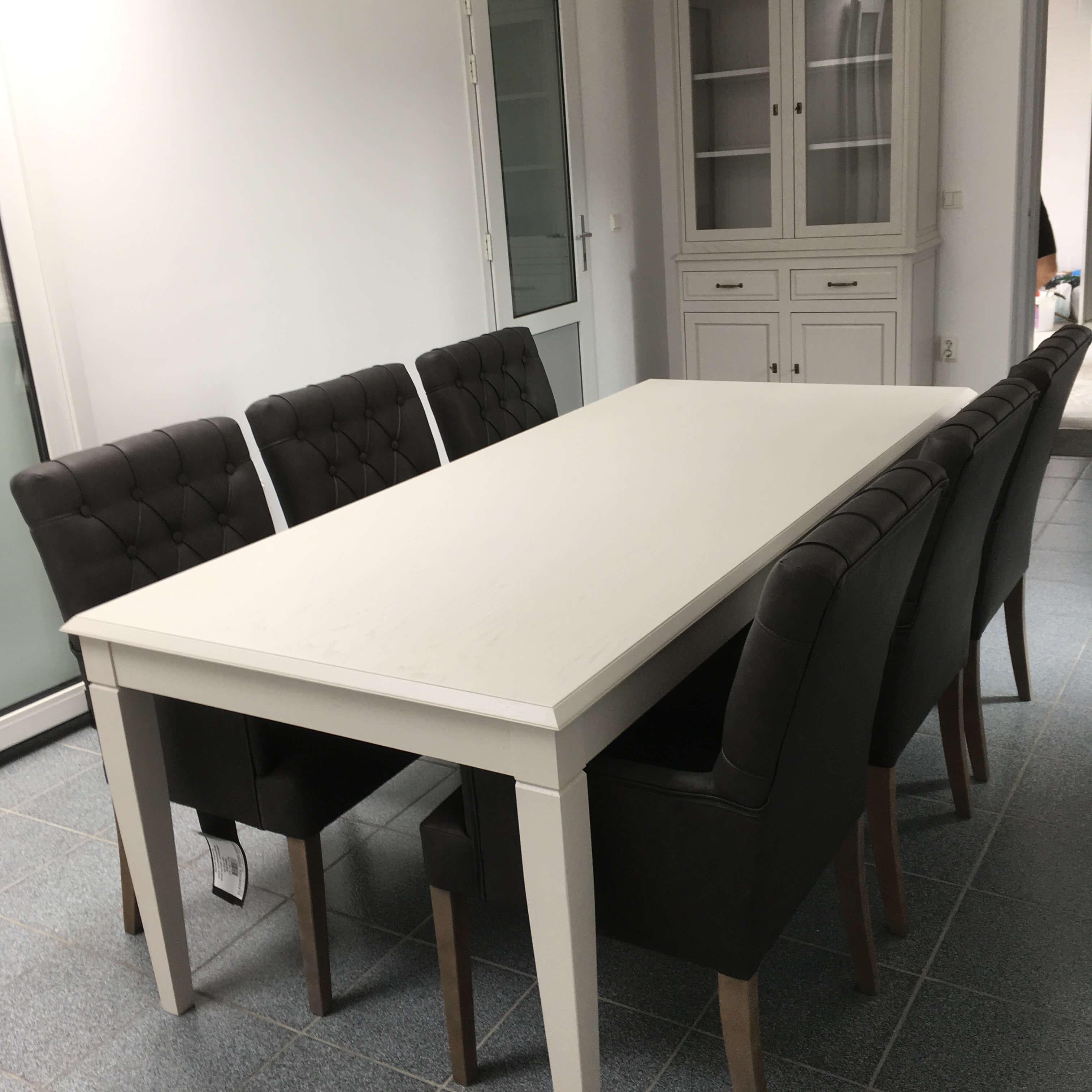 landelijke tafel in eik gelakt en uittrekbaar 1m90 x95 cm naar 2m50