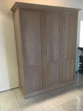 3-deurs kleerkast in eik kan in diverse kleuren