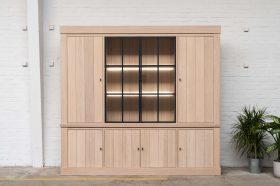 Strak landelijke eiken vitrine metalen frame deuren